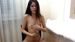 csodálatos koreai lány mellszobra a webkamera