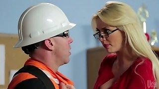 blonde mature cu ochelari gigi allens ravagiile un hot constructor
