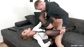 Captivating babe Alexis Crystal gets her pussy licked and banged