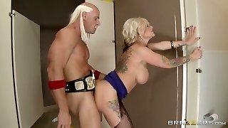 juggy prostituta nel strappato collant ottiene il suo shitpipe strappato e tongued da dietro