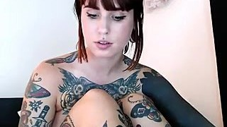 Big Ass Webcam girl with Tattoos hafe fun