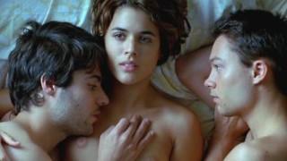Adriana Ugarte - Explicit MMF Threesome - Castillos De Carton (2009)