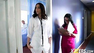 샤넬 Preston Veruca 제임스는 그녀의 간호사 수탉