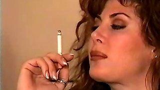 klassinen musta tukka tupakointi soolo
