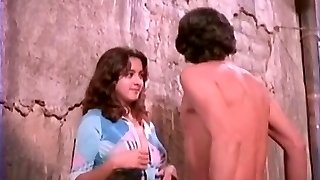 Alma Delfina, actriz mexicana ensenando las tetaş!
