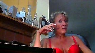 femme super-torride et ses belles semelles dix