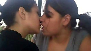házi tini leszbikus csók összeállítás