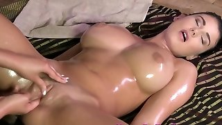Busty lezzy babe gives supreme pussy massage