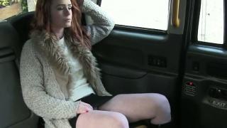 Nadržený zákazník vrtané podvodem řidiče, aby z ní jízdné
