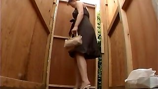 Hidden toilet voyeur with chinese girls