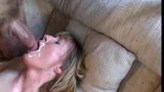 submisívne milf miluje análny a cum