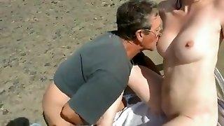 Nudista Strand - Félénk asszony Idegenekkel