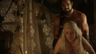 Emilia Clarke: Trónok harca Meztelen/Szexi/Forró Jelenetek