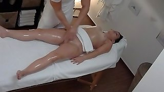 Massive Ass Brunette Getting Best Rubdown Ever