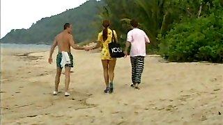 Ultra-cute Latina gets a Dp on the beach