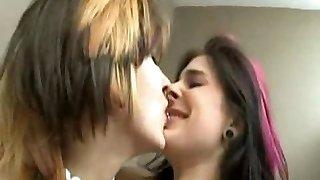 2 couples en fusion clou dans wc