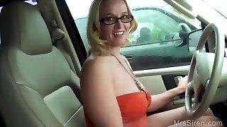 wifey déchire étranger sur le siège arrière