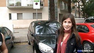 un fille affamé de rapports sexuels trouve des filles spectaculaires et les saute dans son van