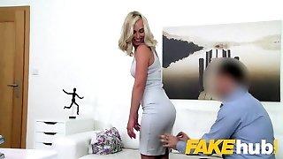 ál ügynök ultra-aranyos szöszi modell élvezi, hogy szakadt fel a hátsó