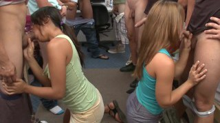 College Sprell på Fontanta Hall med Kåte Tenåringer Studenter (cr8377)