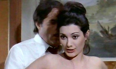 לה סניורה gioca טוב. scopa (1974)