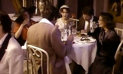 עם שיער חום אשתו hotwife בן / בת הזוג עם החבר שלו