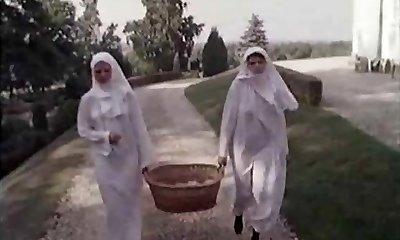 שני לא מגולחים נזירות ..בציר