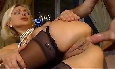 Prosperous blonde blow the fellow after cumming