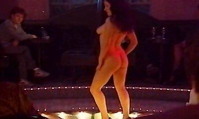meisje-meisje striptease strap dildo sessie