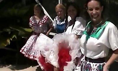sqaure dans petticoat uitspr in het zwembad
