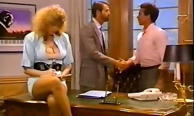 Hussy secretary gets her twat fucked on the boss's table