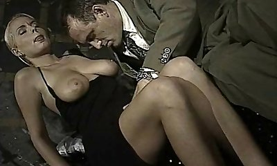 Italian babe does ass-to-gullet in this vintage tweak