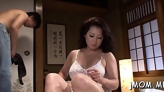 Stunning mature s/m playgirl wails hard as she gets fucked