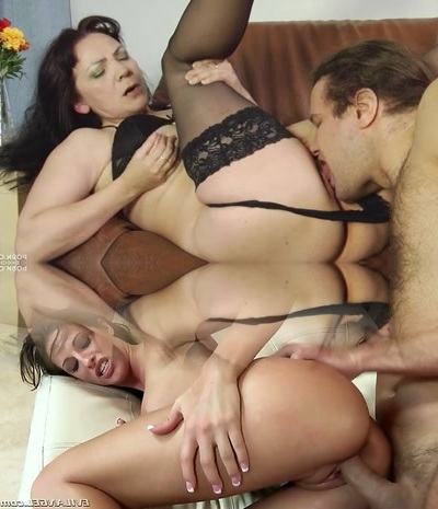 Cunt licking of a hot mature brunette by a youthful fellow