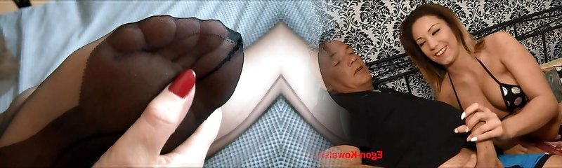 Sexy mature feet in stockings