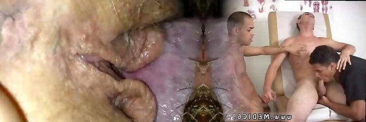 Mężczyzna z brodą jem słodkiego cipa żony