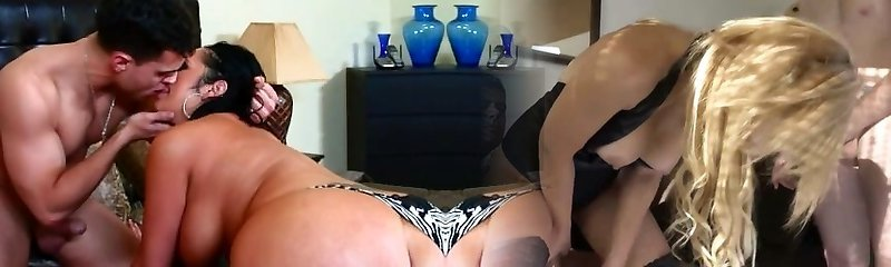 Obese mommy Vannah Sterling demonstrates off her skills
