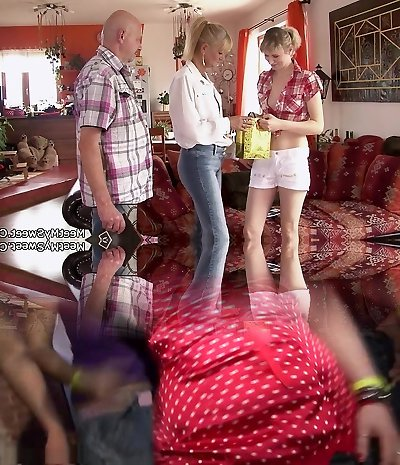 He finds her pounding with his old mom and daddy