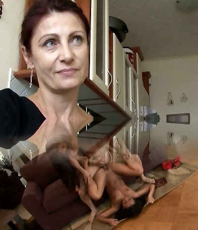 Stunning and mature Czech nymph is also ultra-kinky for some quick sex