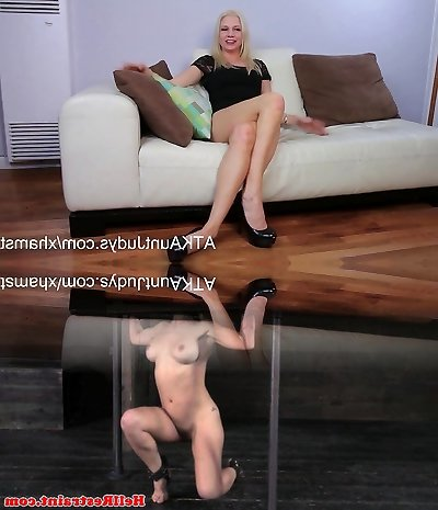 Jessica Taylor interviews and fucks her cunny with a fuck stick