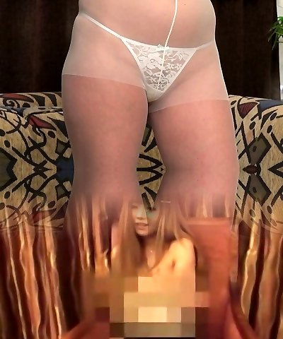 American milf Mary Wana dildos her nailable pussy