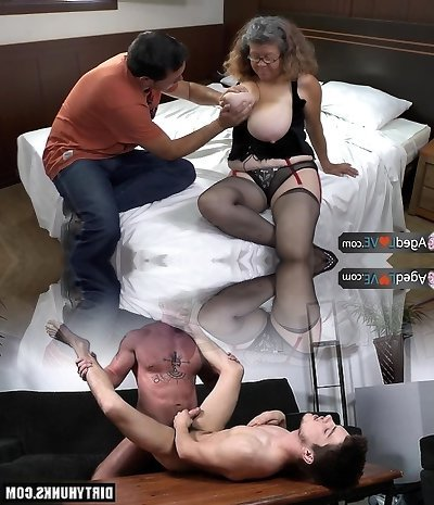 AgedLove round mature is pounding on bed