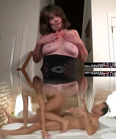 USAWIVES - Jade rubbing her clitoris thru pantyhose