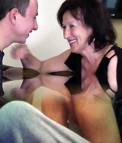 Cute dame anal squirt