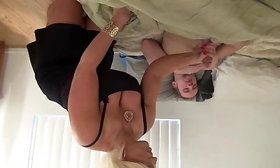 Steaming Amazon Blonde Milf Works One Out