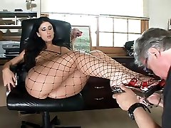 Luscious Lopez gets her stockinged feet worshipped and gets her oozing with wetness in this video