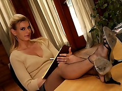 Long-legged blondie gets soles kissed and toes sucked then gives dude a perfect foot fuck