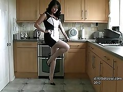 It is a very special feeling when a guy fancies a damsels boots and he knows he can't help it, because looking at them just makes him go tighter! Just keep looking at Michelle's Five inch heel boots as she concludes you off