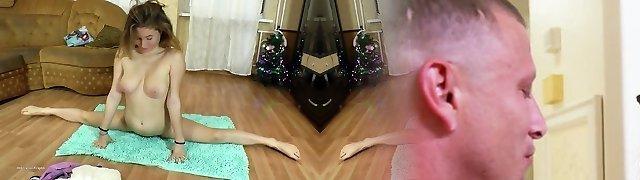 Flexible teenage ElzaFlex do gymnastic And masturbate
