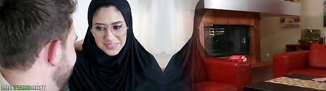 Shy Arab babe wearing hijab Angel Del Rey turned to be buttfuck-kinky slut
